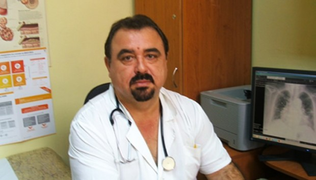 Обичан русенски медик издъхна след тежка борба с коронавируса